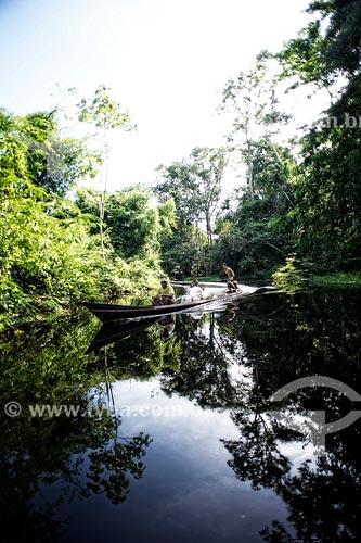 Barco no Rio Croa  - Cruzeiro do Sul - Acre (AC) - Brasil