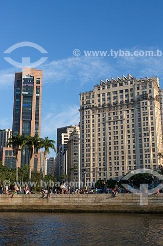 Vista do Centro Empresarial RB1 e do Edifício Joseph Gire (1929) - também conhecido como Edifício A Noite - a partir da Baía de Guanabara  - Rio de Janeiro - Rio de Janeiro (RJ) - Brasil