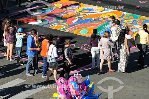 Tapetes de areia colorida para a procissão de Corpus Christi  - Matão - São Paulo (SP) - Brasil