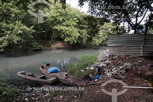 Lixo e poluição no Canal do Anil - Próximo à comunidade Chico City  - Rio de Janeiro - Rio de Janeiro (RJ) - Brasil