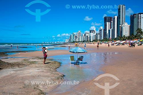 Banhista na orla da Praia da Boa Viagem  - Recife - Pernambuco (PE) - Brasil