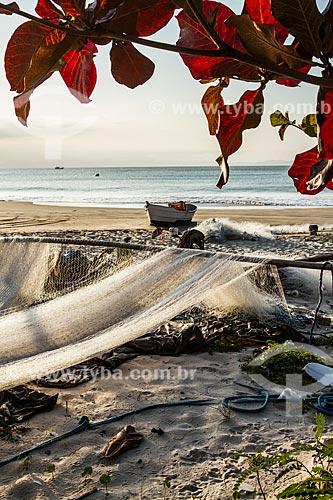 Rede de pesca na orla da Praia da Lagoinha  - Florianópolis - Santa Catarina (SC) - Brasil