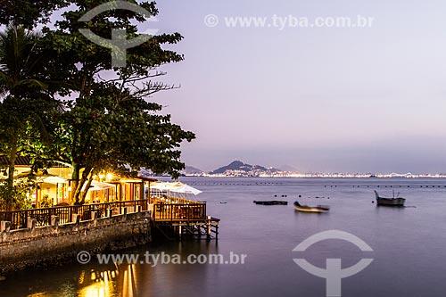 Restaurante na orla da Praia da Ponta do Sambaqui  - Florianópolis - Santa Catarina (SC) - Brasil
