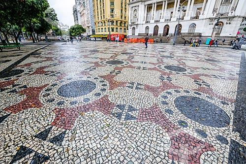 Calçamento de pedras portuguesas na Cinelândia  - Rio de Janeiro - Rio de Janeiro (RJ) - Brasil