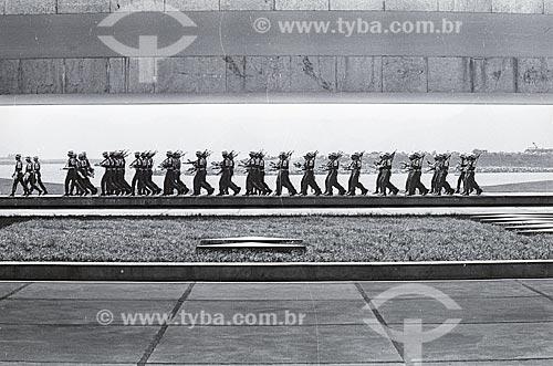 Pelotão do exército no Monumento aos Mortos da Segunda Guerra Mundial (1959) - Monumento aos Pracinhas  - Rio de Janeiro - Rio de Janeiro (RJ) - Brasil