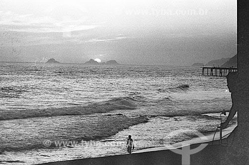 Pôr do sol na Praia de Ipanema com o píer ao fundo  - Rio de Janeiro - Rio de Janeiro (RJ) - Brasil