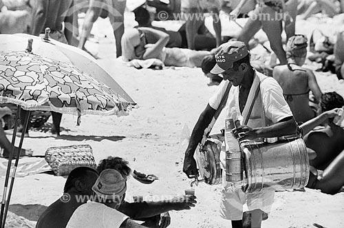 Vendedor de mate na praia  - Rio de Janeiro - Rio de Janeiro (RJ) - Brasil