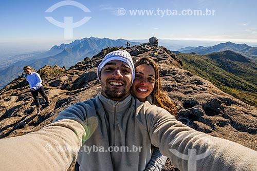 Casal durante a trilha do Morro do Couto no Parque Nacional de Itatiaia  - Itatiaia - Rio de Janeiro (RJ) - Brasil