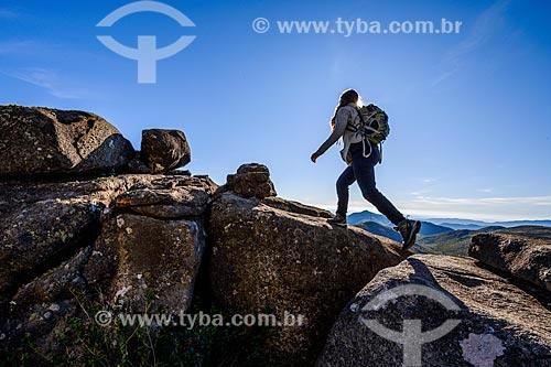 Turistas durante a trilha do Morro do Couto no Parque Nacional de Itatiaia  - Itatiaia - Rio de Janeiro (RJ) - Brasil