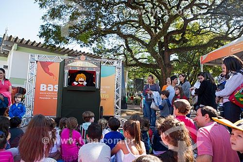 Teatro de fantoches durante a ação social do SESC/SENAC - B.A.S.E. S (Base de Ação Social e Educativa) - Praça Olímpica Luís de Camões  - Teresópolis - Rio de Janeiro (RJ) - Brasil