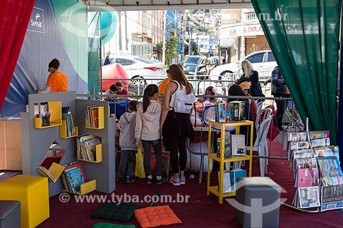 Biblioteca durante a ação social do SESC/SENAC - B.A.S.E. S (Base de Ação Social e Educativa) - Praça Olímpica Luís de Camões  - Teresópolis - Rio de Janeiro (RJ) - Brasil