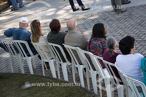 Pessoas na Praça Olímpica Luís de Camões durante a ação social do SESC/SENAC - B.A.S.E. S (Base de Ação Social e Educativa)  - Teresópolis - Rio de Janeiro (RJ) - Brasil
