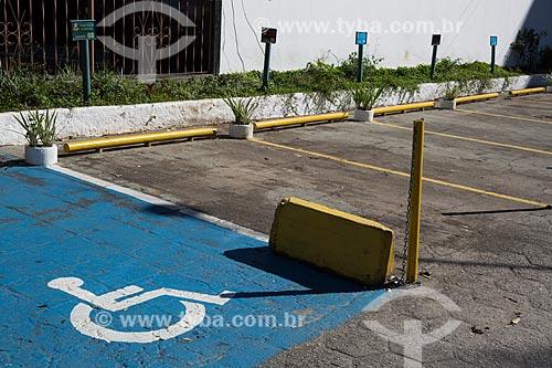 Vaga para deficiente em estacionamento    - Teresópolis - Rio de Janeiro (RJ) - Brasil