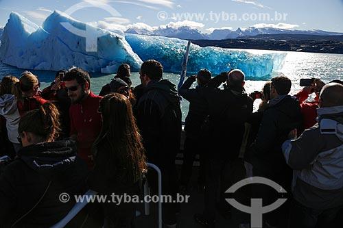 Turistas em geleira na Cordilheira dos Andes na cidade de El Calafate  - El Calafate - Província de Santa Cruz - Argentina