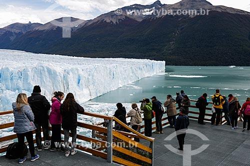 Turistas no Glaciar Perito Moreno (Geleira Perito Moreno)  - Província de Santa Cruz - Argentina