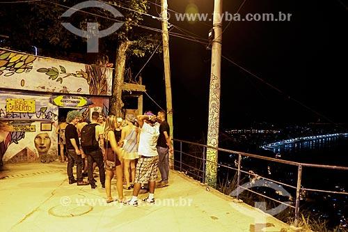 Fila na entrada do Hostel & Bar Alto Vidigal  - Rio de Janeiro - Rio de Janeiro (RJ) - Brasil