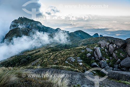 Vista do Morro do Papudo no Parque Nacional da Serra dos Órgãos durante a trilha da Pedra do Sino  - Teresópolis - Rio de Janeiro (RJ) - Brasil