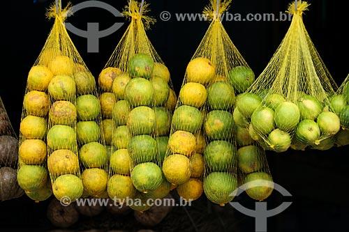 Limões à venda na feira livre da cidade de Parintins  - Parintins - Amazonas (AM) - Brasil