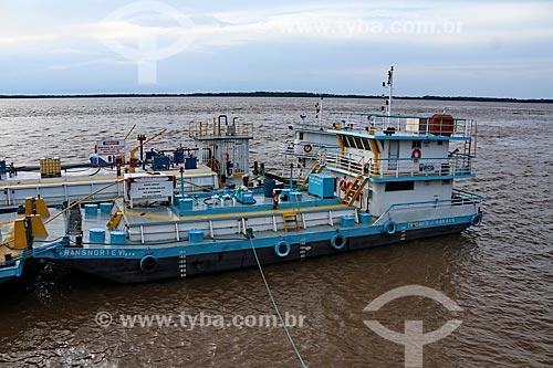 Navio-tanque no Porto de Parintins  - Parintins - Amazonas (AM) - Brasil