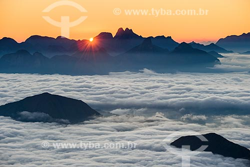 Vista do amanhecer a partir da trilha da Pedra do Sino no Parque Nacional da Serra dos Órgãos  - Teresópolis - Rio de Janeiro (RJ) - Brasil