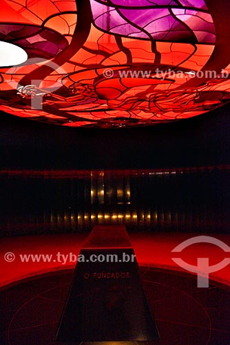 Interior do Memorial JK (1981) - Câmara Mortuária com vitral de Marianne Peretti  - Brasília - Distrito Federal (DF) - Brasil