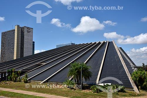 Teatro Nacional Claudio Santoro ou Teatro Nacional - projeto de Oscar Niemeyer em forma de pirâmide sem ápice  - Brasília - Distrito Federal (DF) - Brasil