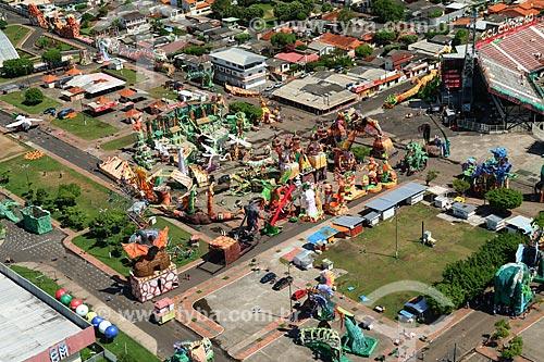 Foto aérea da concentração de alegorias próximo ao Centro Cultural e Esportivo Amazonino Mendes (1988) - também conhecido como Bumbódromo  - Parintins - Amazonas (AM) - Brasil