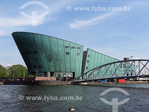 Fachada do NEMO - museu de ciência e tecnologia  - Amsterdam - Holanda do Norte - Holanda