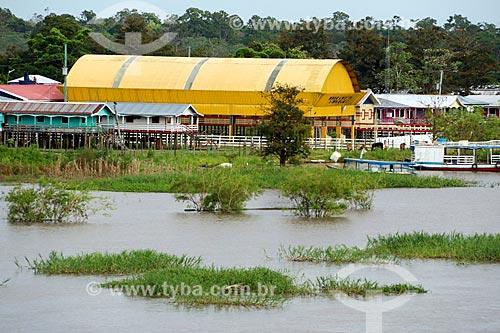 Comunidade ribeirinha às margens do Rio Amazonas com pouca água mesmo na época de cheia  - Careiro da Várzea - Amazonas (AM) - Brasil