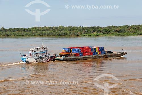 Barco transportando bebidas no Rio Amazonas  - Careiro da Várzea - Amazonas (AM) - Brasil
