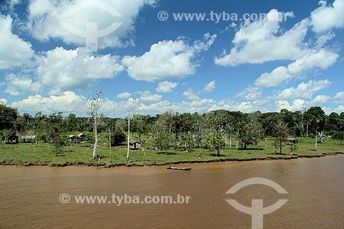 Casas às margens do Rio Amazonas - próximo à cidade de Careiro da Várzea - com pouca água mesmo na época de cheia  - Careiro da Várzea - Amazonas (AM) - Brasil