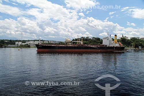 Navio petroleiro próximo à Refinaria Isaac Sabbá - também conhecida como Refinaria de Manaus (REMAN)  - Manaus - Amazonas (AM) - Brasil
