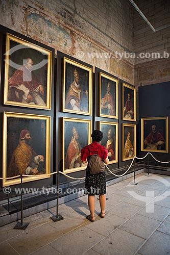 Sala dos Notáveis com retratos dos nove papas que residiram no Palais des Papes (Palácio dos Papas) - 1345  - Avignon - Departamento de Vaucluse - França