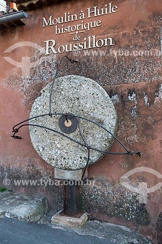 Detalhe de moinho histórico usado na produção de azeite  - Roussillon - Departamento de Vaucluse - França