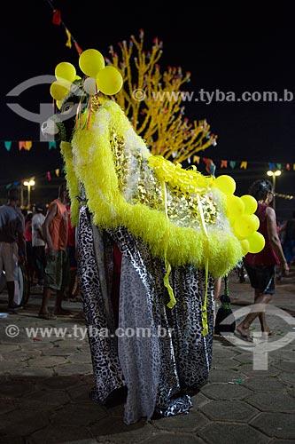Detalhe de brincante de boi durante a festa da Morte do Boi - período da morte do personagem principal do bumba-meu-boi  - São José de Ribamar - Maranhão (MA) - Brasil