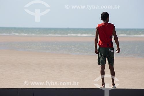 Homem observando a paisagem da Praia de Carimã  - Raposa - Maranhão (MA) - Brasil