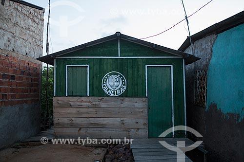 Casa pintada com as cores e escudo da Sociedade Esportiva Palmeiras  - Raposa - Maranhão (MA) - Brasil