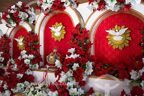 Detalhe de altar da festa do divino em exibição na Casa do Maranhão  - São Luís - Maranhão (MA) - Brasil