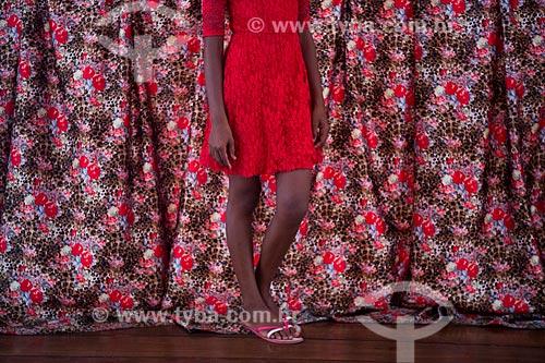 Detalhe de pernas de meninas na Casa do Maranhão  - São Luís - Maranhão (MA) - Brasil