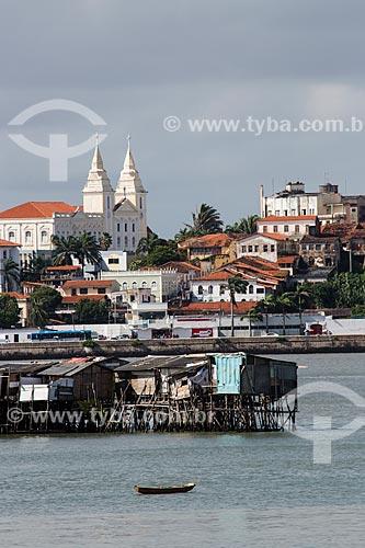 Palafita na comunidade de Ilinha com a cidade de São Luís ao fundo  - São Luís - Maranhão (MA) - Brasil