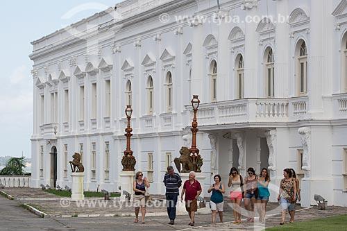 Turistas no Palácio dos Leões (1766) - sede do Governo do Estado  - São Luís - Maranhão (MA) - Brasil