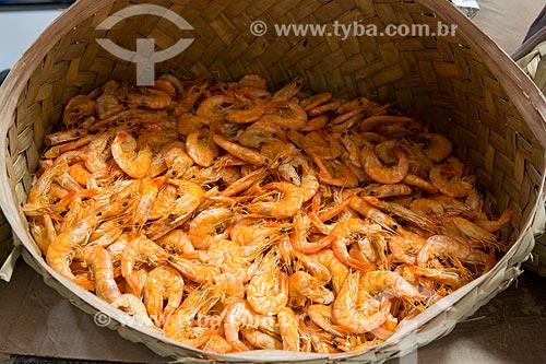 Detalhe de camarão seco à venda na Casa das Tulhas - também conhecido como Feira da Praia Grande  - São Luís - Maranhão (MA) - Brasil