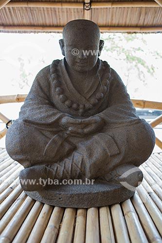 Escultura de Buda em exibição em antiquário  - Isle Sur La Sorgues - Departamento de Vaucluse - França
