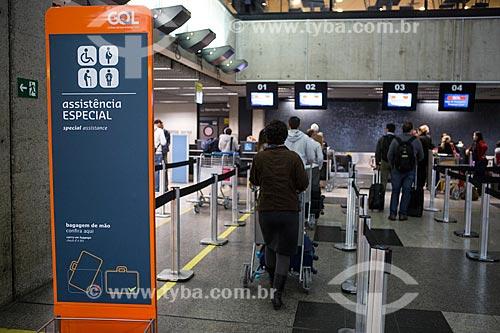 Fila para atendimento prioritário da GOL - Linhas Aéreas Inteligentes - no Aeroporto Internacional Afonso Pena  - São José dos Pinhais - Paraná (PR) - Brasil