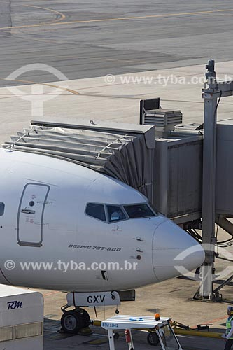 Finger em boeing 737-800 no Aeroporto Internacional Afonso Pena - também conhecido como Aeroporto Internacional de Curitiba  - São José dos Pinhais - Paraná (PR) - Brasil