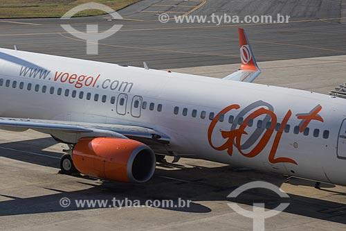 Detalhe do boeing 737-800 na pista do Aeroporto Internacional Afonso Pena - também conhecido como Aeroporto Internacional de Curitiba  - São José dos Pinhais - Paraná (PR) - Brasil