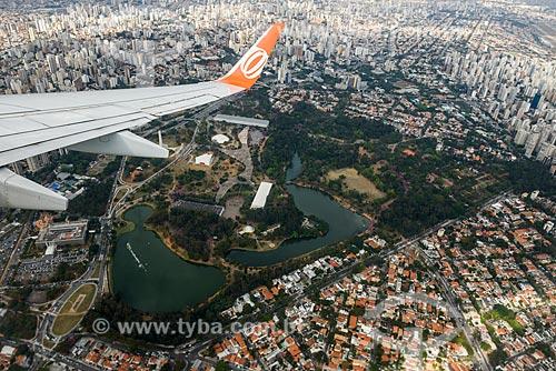 Asa de avião durante sobrevoo ao Parque do Ibirapuera  - São Paulo - São Paulo (SP) - Brasil