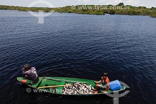 Canoa com peixe Jaraqui - Rio Negro  - Manaus - Amazonas (AM) - Brasil