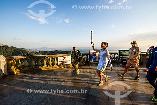 Passagem da Tocha Olímpica pelo Cristo Redentor (1931) - Atleta carregando a tocha olímpica - Ex jogadora de vôlei Isabel  - Rio de Janeiro - Rio de Janeiro (RJ) - Brasil