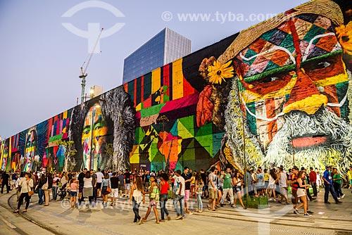 Avenida Rodrigues Alves durante os Jogos Olímpicos Rio 2016 - Boulevard Olímpico com arte de rua - Mural Etnias (Autor: Eduardo Kobra)  - Rio de Janeiro - Rio de Janeiro (RJ) - Brasil